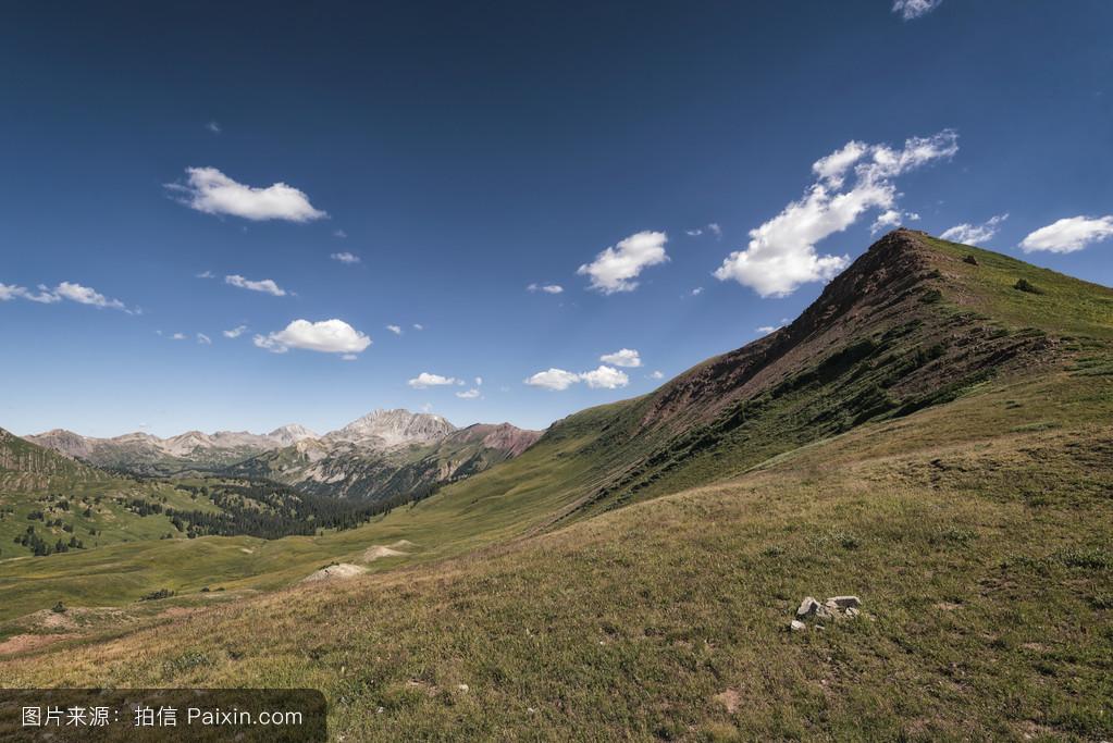 山���!�-��.�9`a�f-:##_天空,蓝色,假期,景观,美丽的,荒野,夏天,自然,外部,花,风景,峰,山