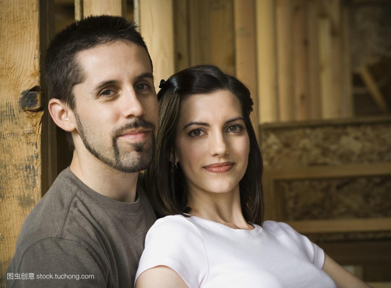 浅黑皮肤,棕色头发,欧洲的,便装,正视图,微笑,两个人,中发,欧洲人,看图片