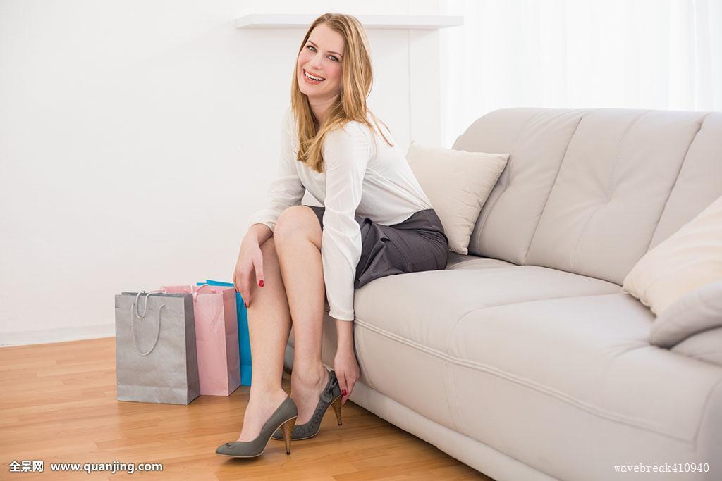 坐的_微笑,坐,女人,沙发,鞋
