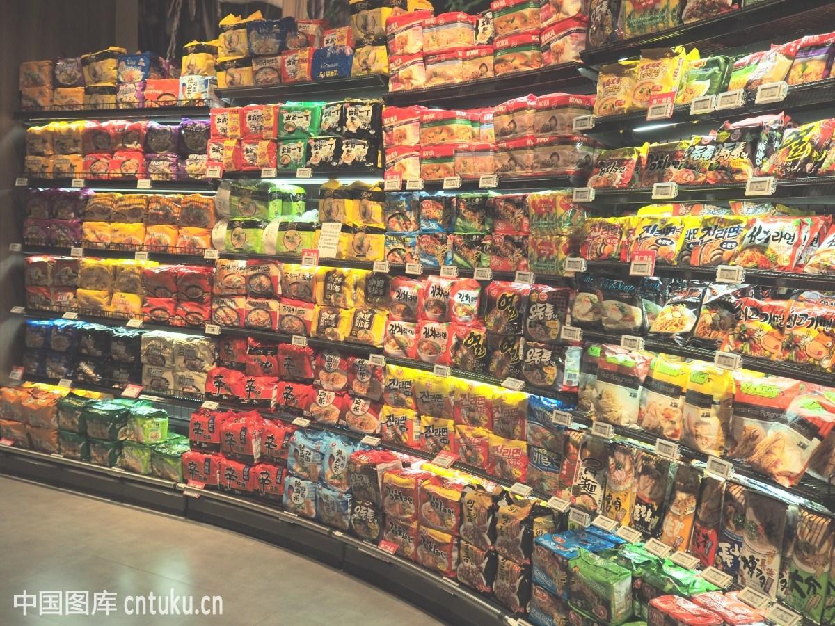 超市方便面图片