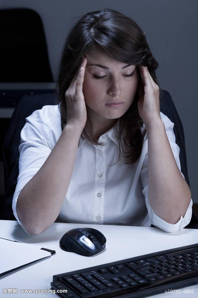 危机麻烦生气商务悲伤头部职业女忧郁电脑冲突沮丧加班