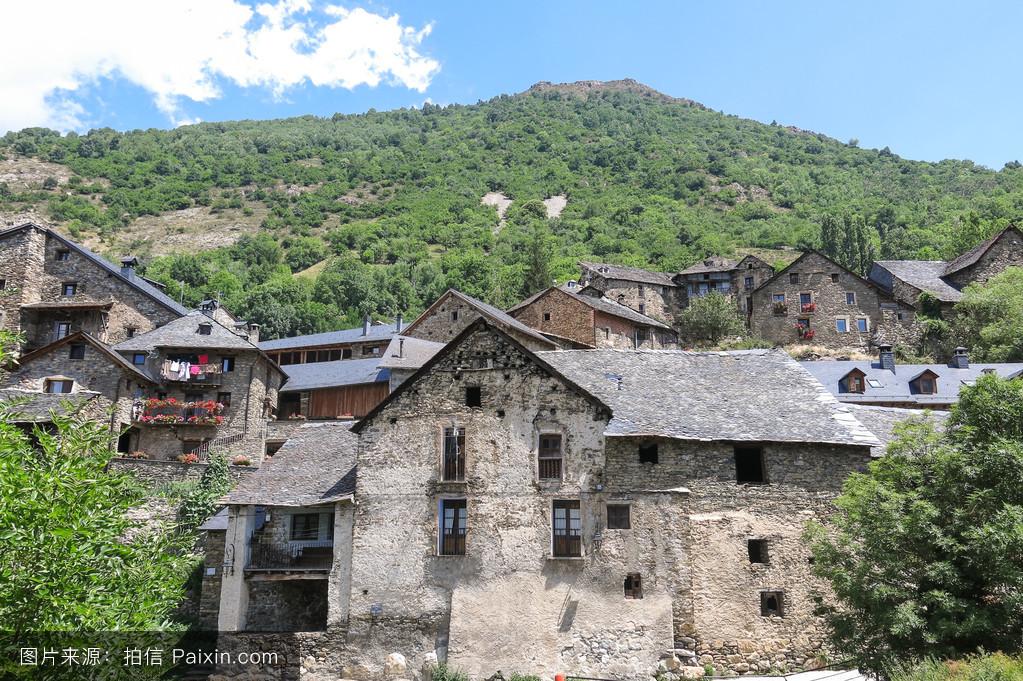 癹n��o.�in9i)�l.�n��f�x�_durro, typical stone village in the catalan pyrenees. valley of