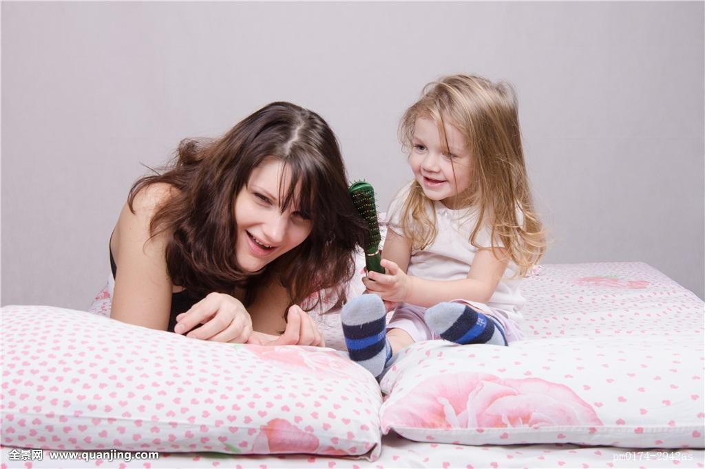 摸妈妈操妈妈�9l#�+_孩子,吐出,头发,梳子,妈妈