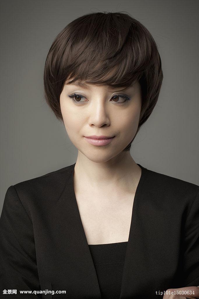 中年女短发烫发发型图片