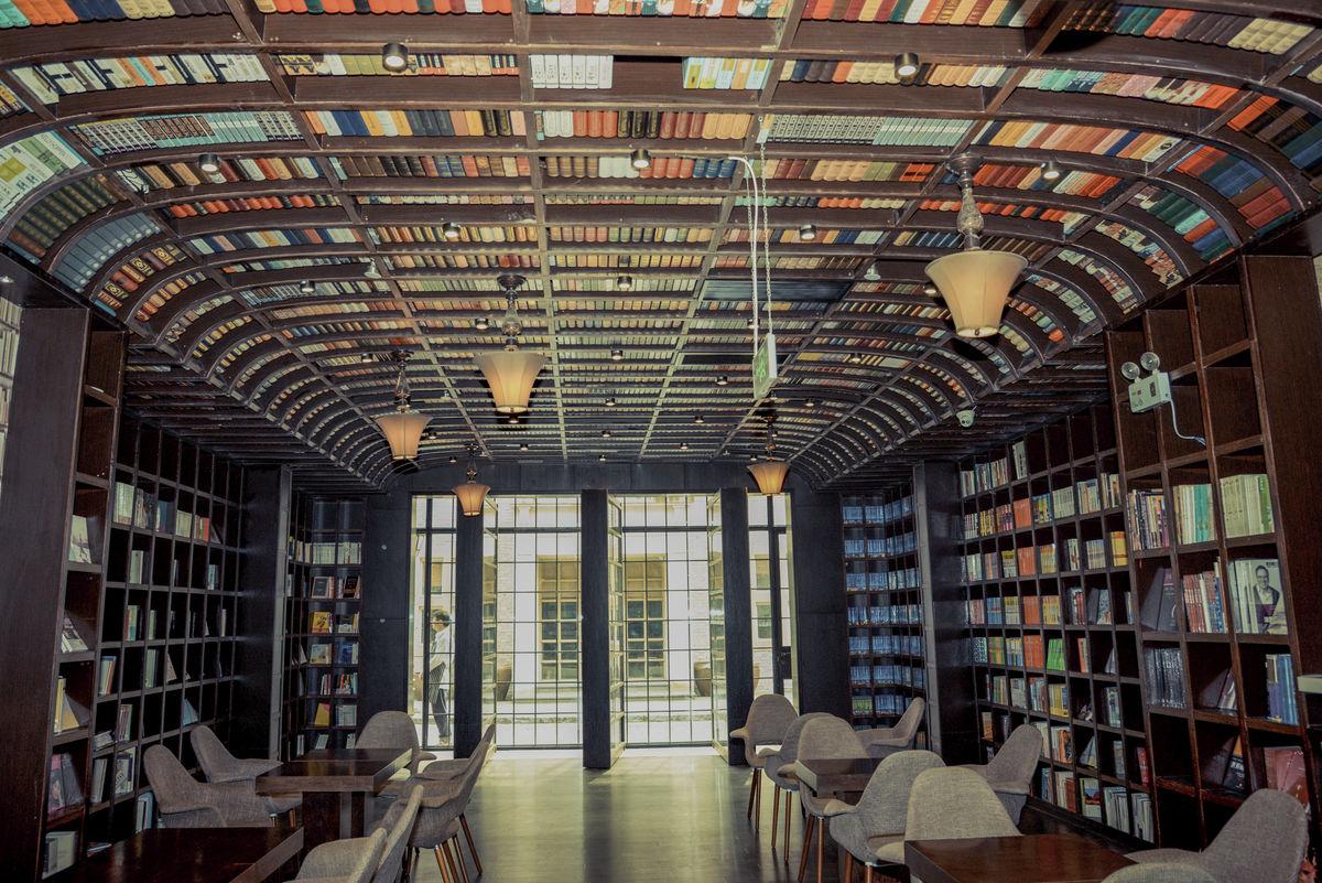 书店一角书籍陈列售书中心创意书架上海钟书阁装修设计案例上海图片