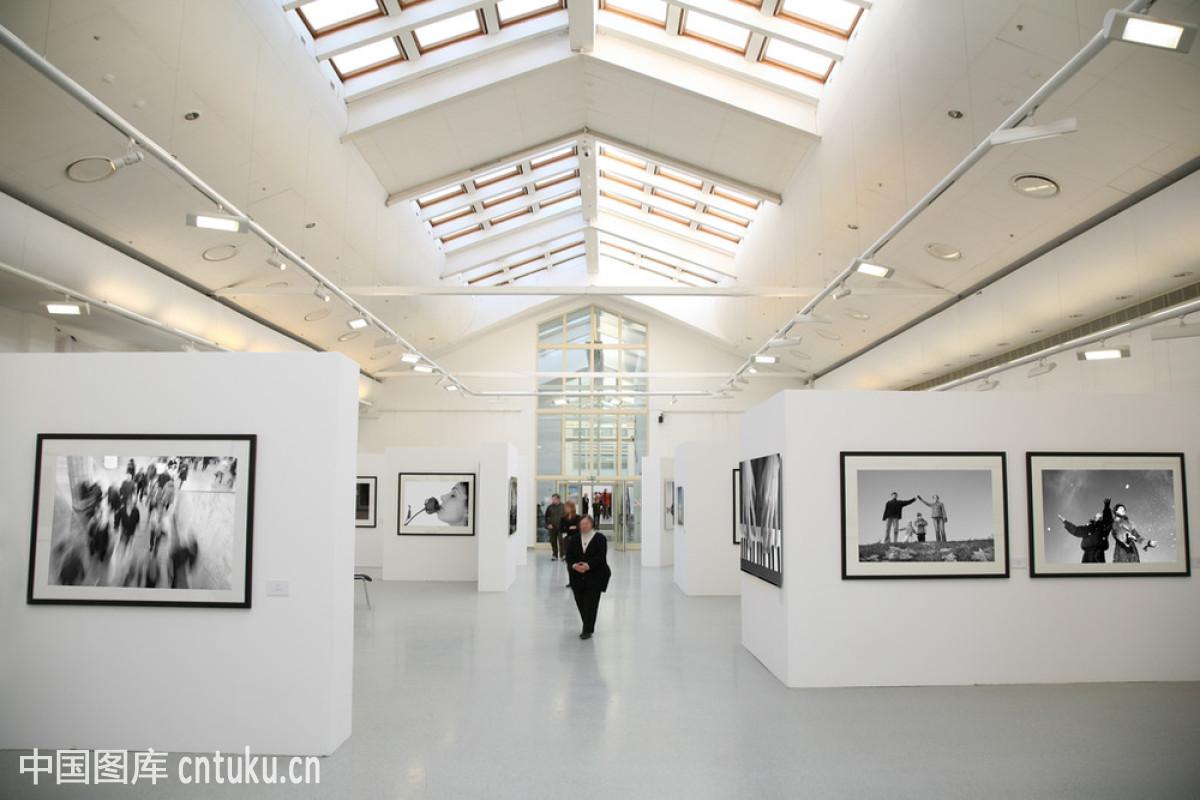 艺术家,座位,逐近缩小的透视图,窗,象征,图片,自然空间,墙,框架,展览图片