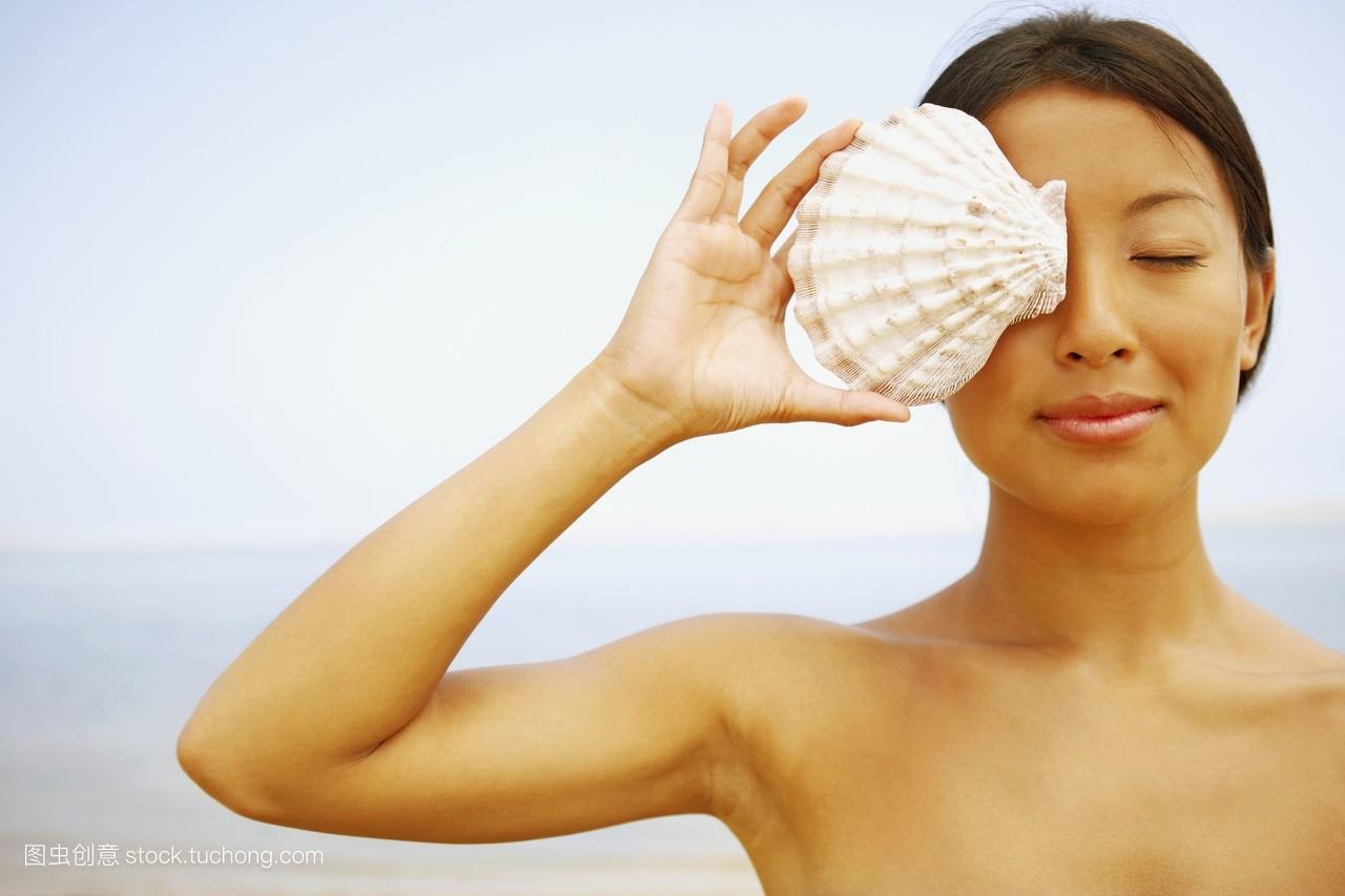 女裸野摸_户外,二十多,东方文化,美味,剥夺,裸露的,遮盖,多彩,围绕的,物体,女