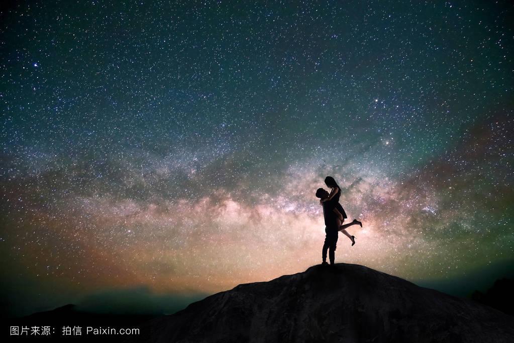 吻,宇宙,阴影,情人,山,男朋友,浪漫,轮廓,气氛,妻子,闪耀,银河,拥抱图片