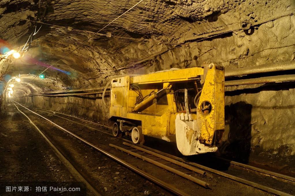 矿用移动式起重机图片