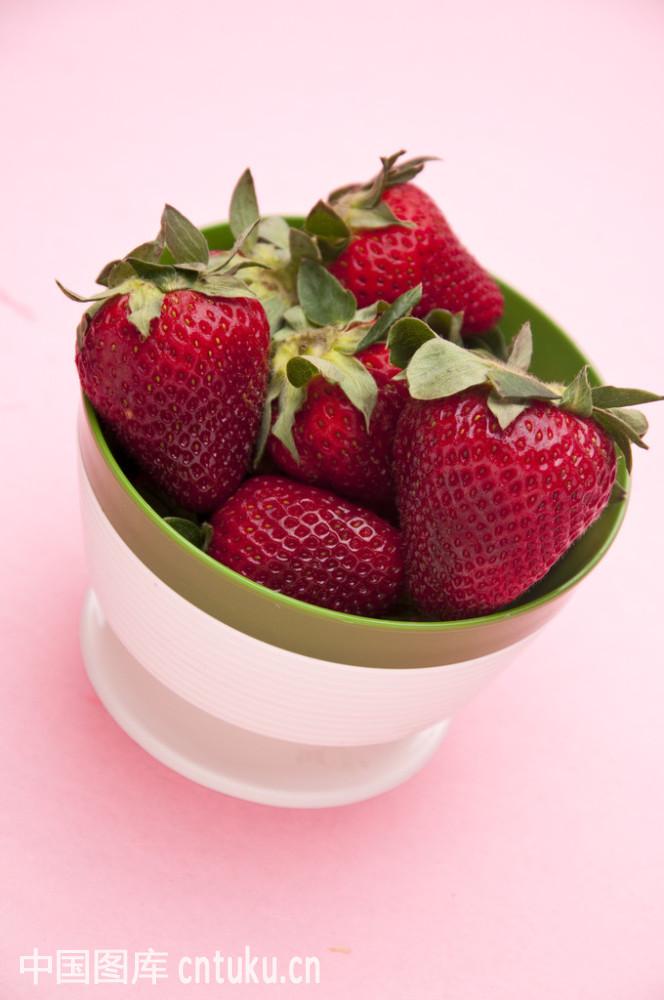 一碗草莓简笔画