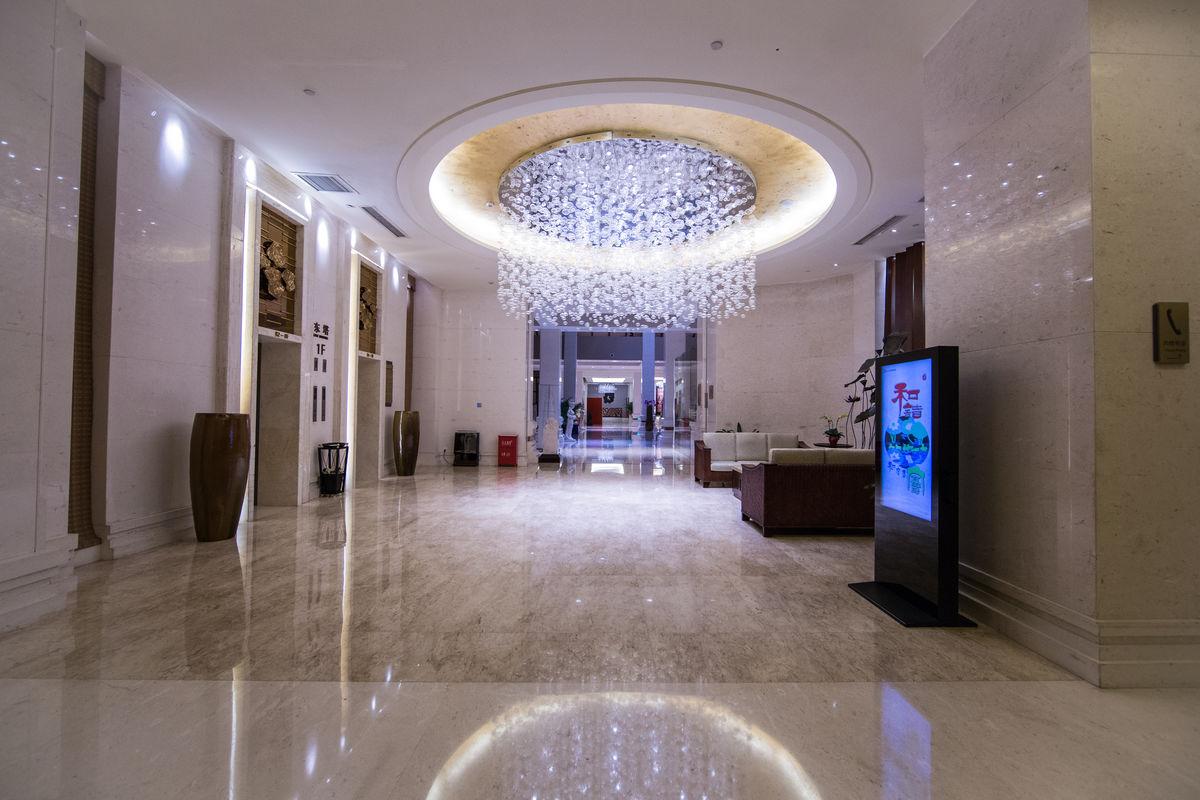 室内装饰,酒店大堂,穹顶,灯池,电梯间,电梯门,石材地面,装饰材料图片
