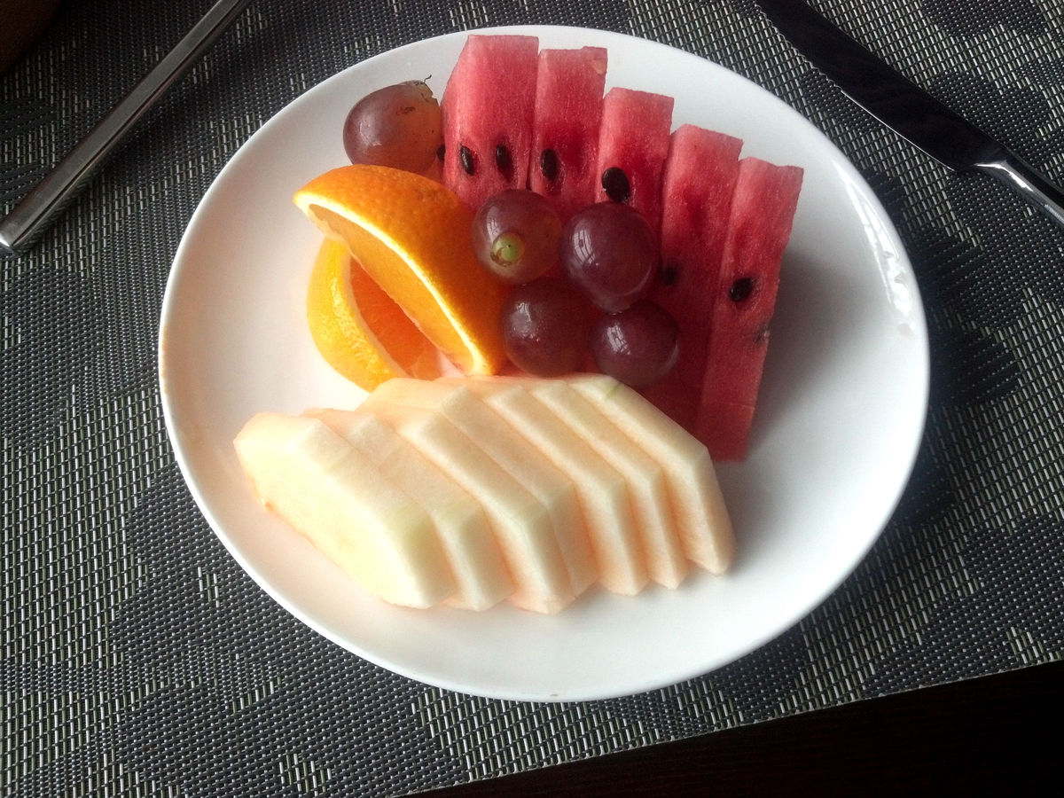 水果拼盘的图片是什么,用橘子苹果和香蕉做的水果拼盘