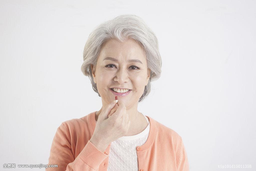 种族,女性,一个人,一个,只有一个女人,老年,女人,60-64岁,白发,发型图片