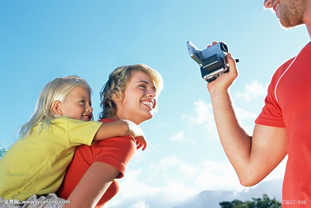 妈妈色爸爸色_愉快,金发,摄像机,便携摄像机,拿,白人,愉悦,孩子,彩色,满意,爸爸