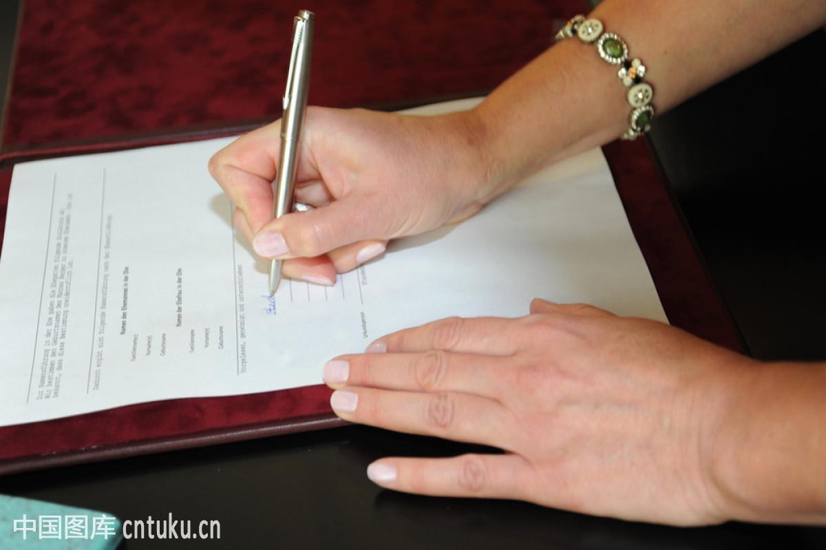 标志钢笔合同婚礼女士签字手文档信任圆珠笔忠诚夫妻