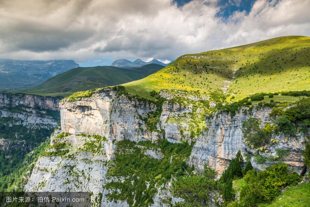 �m��y�n����_在峡谷de anisclo parque nacional ordesa y