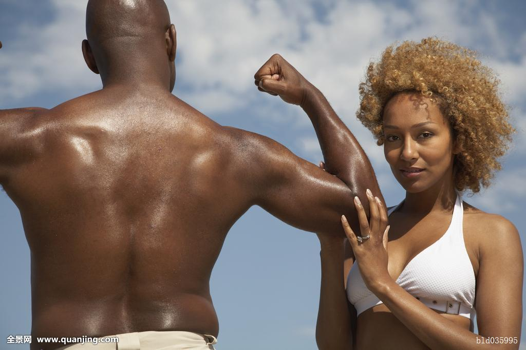 非洲肌肉女_非洲男人,弯曲,妻子