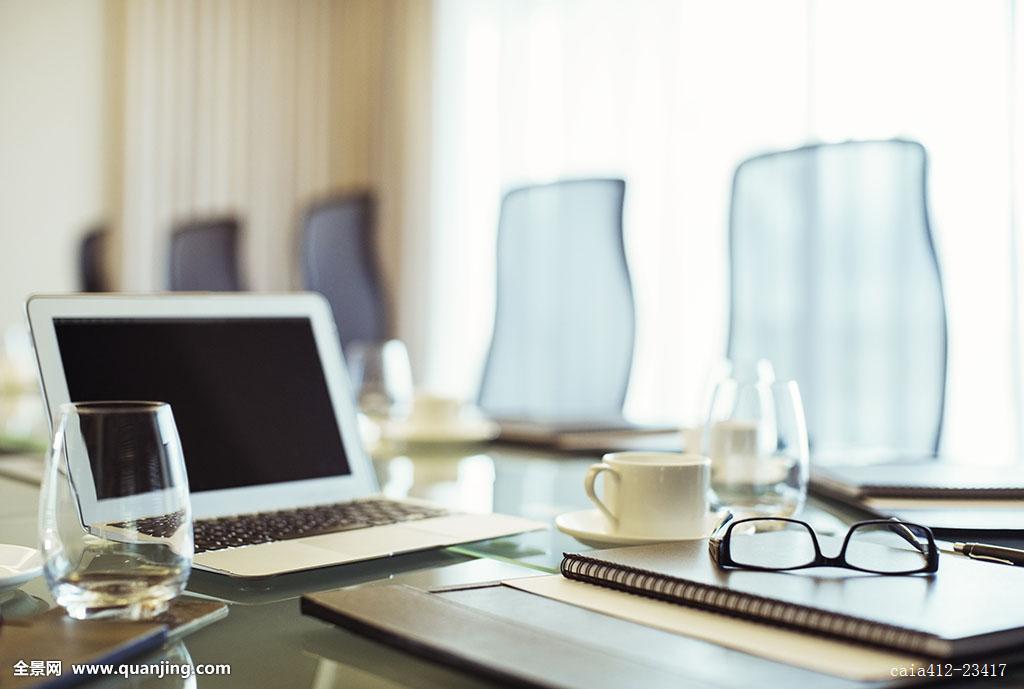 笔记本电脑,眼镜,日记,会议桌,空,会议室图片