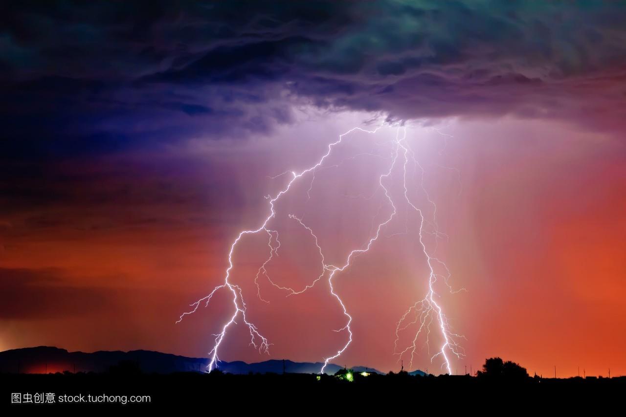 闪电降价只凤凰资讯_横图,夜晚,照亮,复制,人,雷雨,气象学,闪电,暴风雨,电,现象,自然
