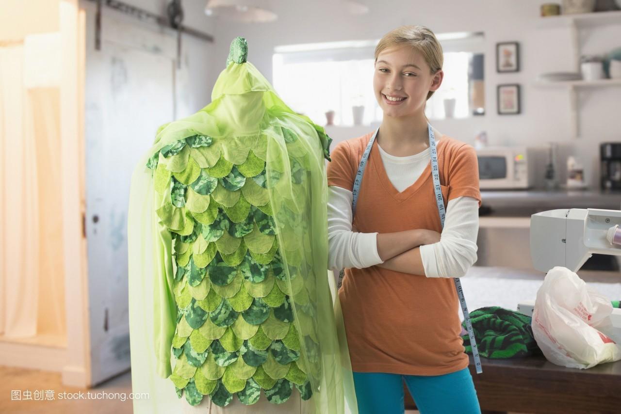 手工制作,假期,积极的,女孩,绿色,愉快,横图,准备,服装,自制,万圣节图片