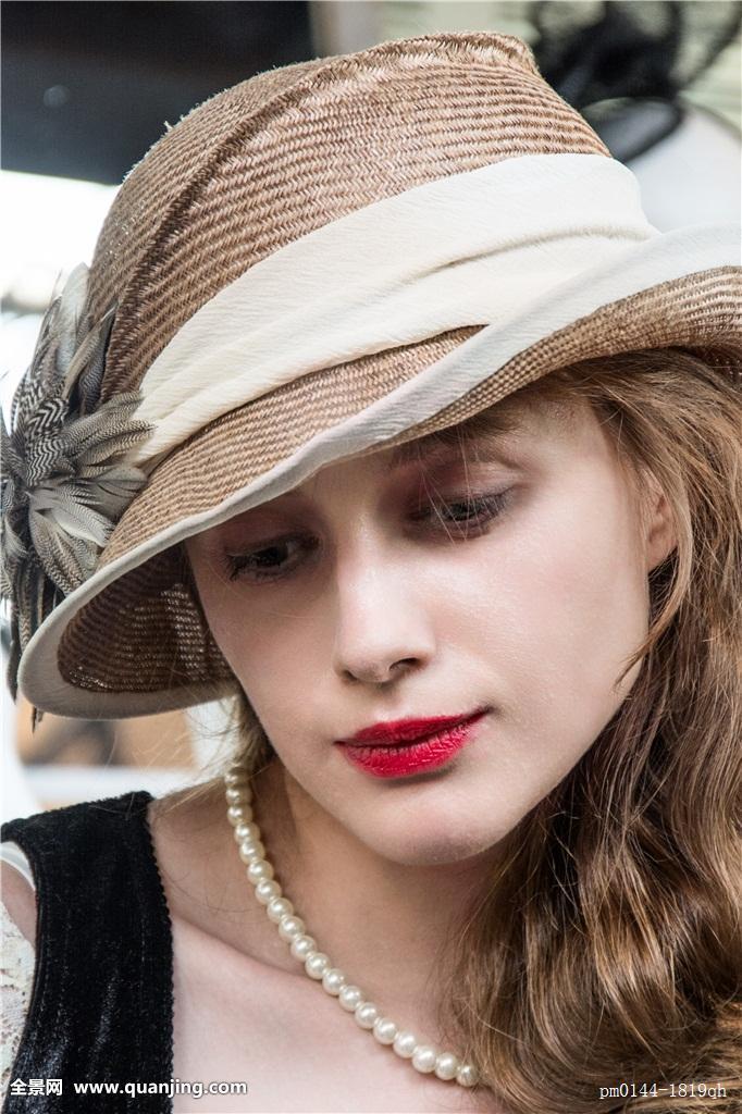 戴兔子帽子长发美女分享展示图片