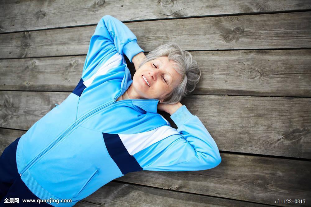 微笑美女生活方式愉悦老年退休成熟老老人优雅白人奶奶