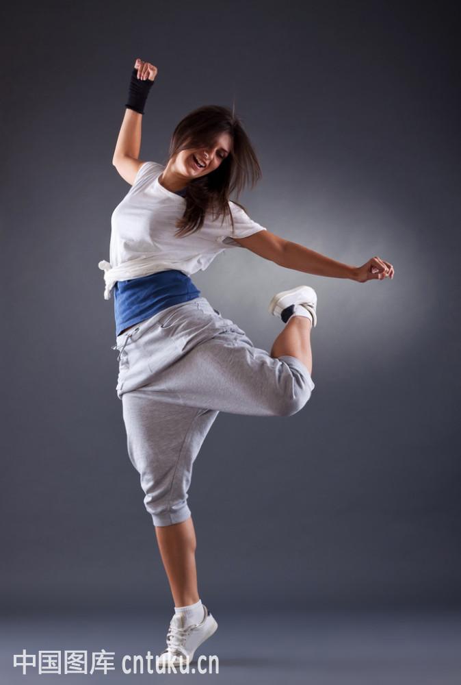 舞蹈_年轻的女舞蹈