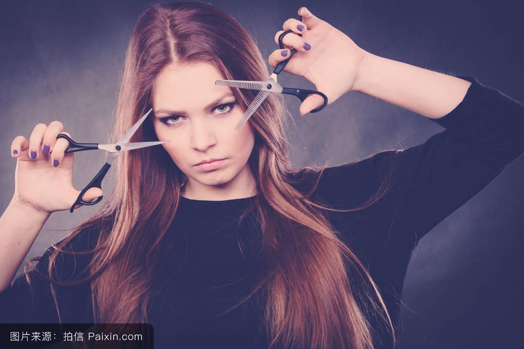 女发型师穿衣服分享展示图片