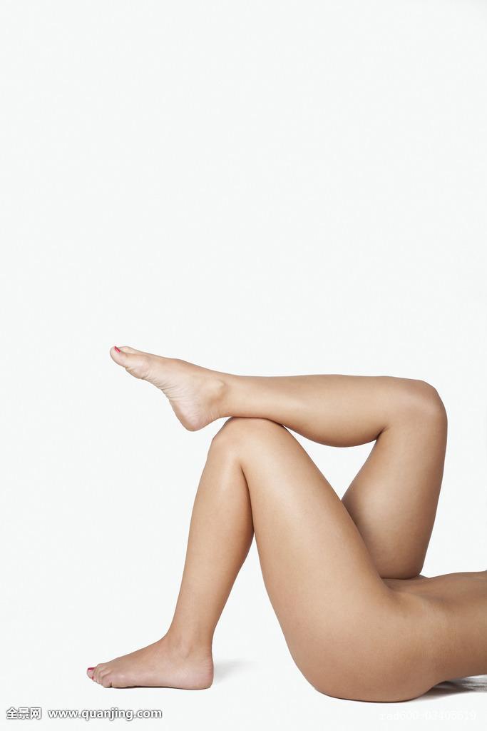 肖像权白色背景只有女人2030岁人女人裸露室内感脚年轻