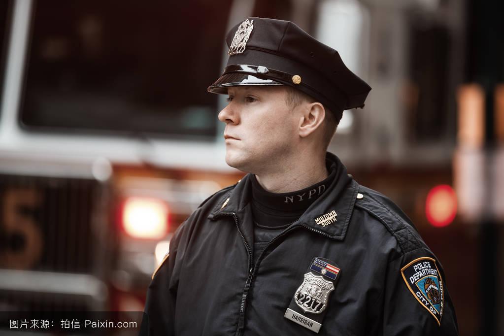 警官�y�-��+_纽约警察局的警官
