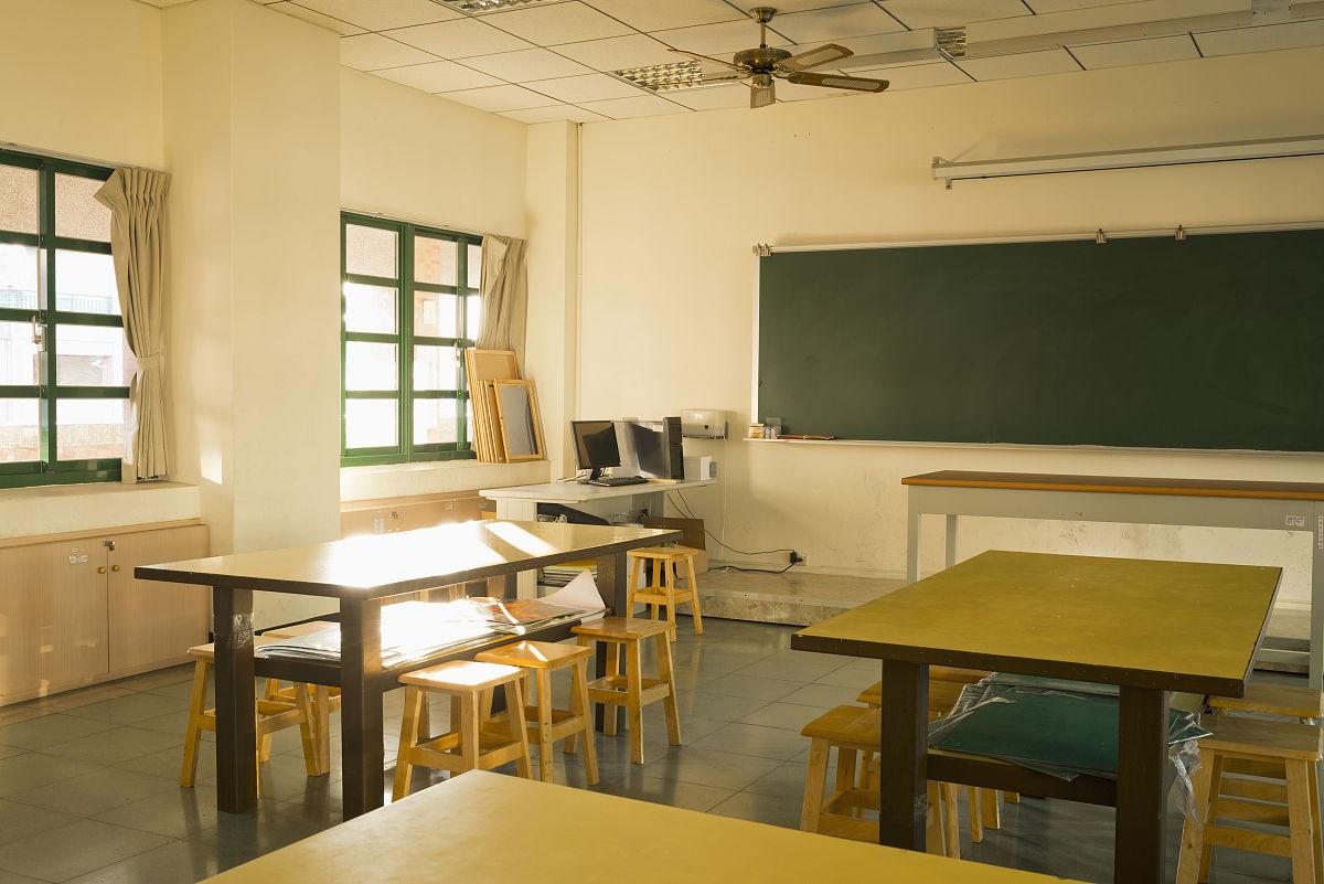学校美术教室的角落图片