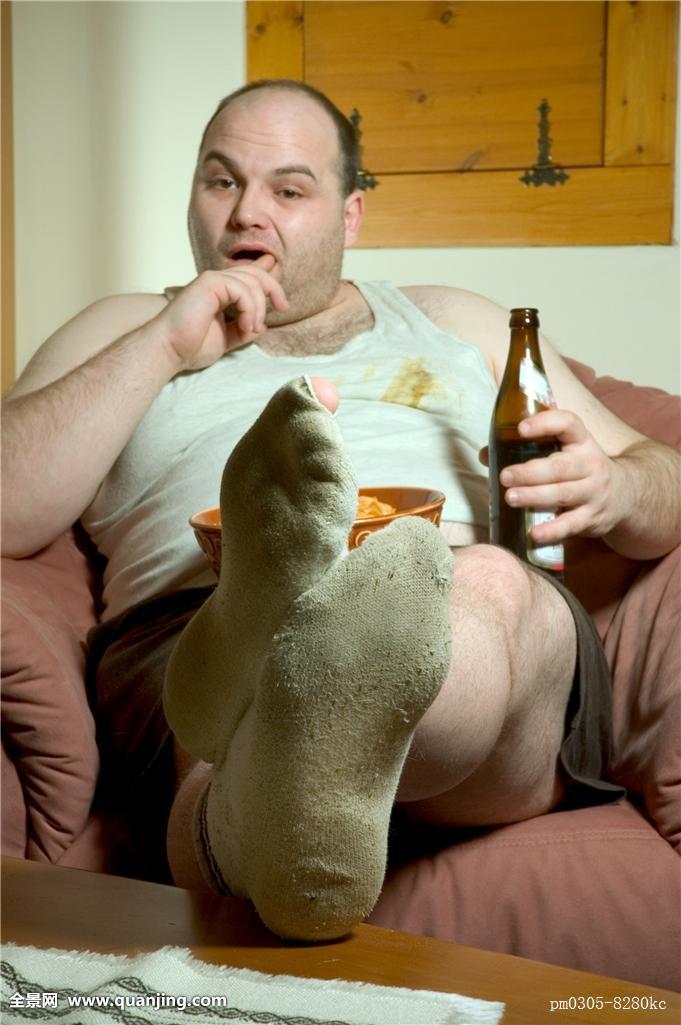 超重,无聊,担架,啤酒瓶,厌烦,享用,不卫生,闲散,脏,惯性,粗厚,桌子,不图片