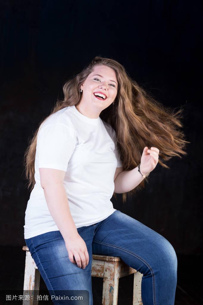 韩组合一个胖红头_面色苍白的女性,健康的头发,伟大的毛,红头,胖女孩,大女孩,显示头发