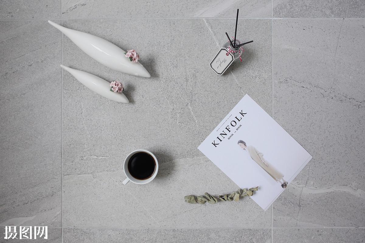 杂志咖啡和鱼图片