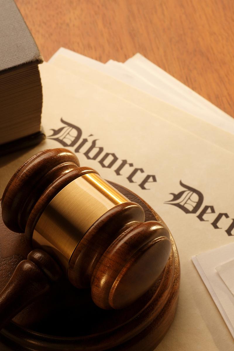 概念分离失败冲突问题生活方式垂直画幅法律槌子留白离婚