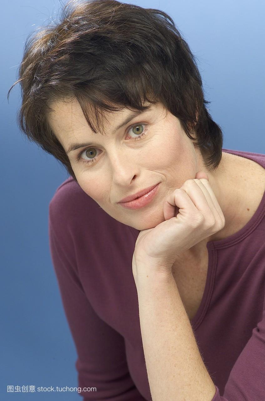 40到50岁女人短发发型分享展示图片