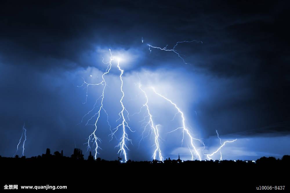 闪电降价只凤凰资讯_敬畏,蓝色,闪电,鲜明,充电,城市,气候,云,彩色,危险,暗色,生动,电