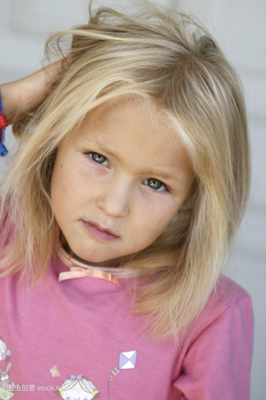 女孩头发上长虱子分享展示图片图片