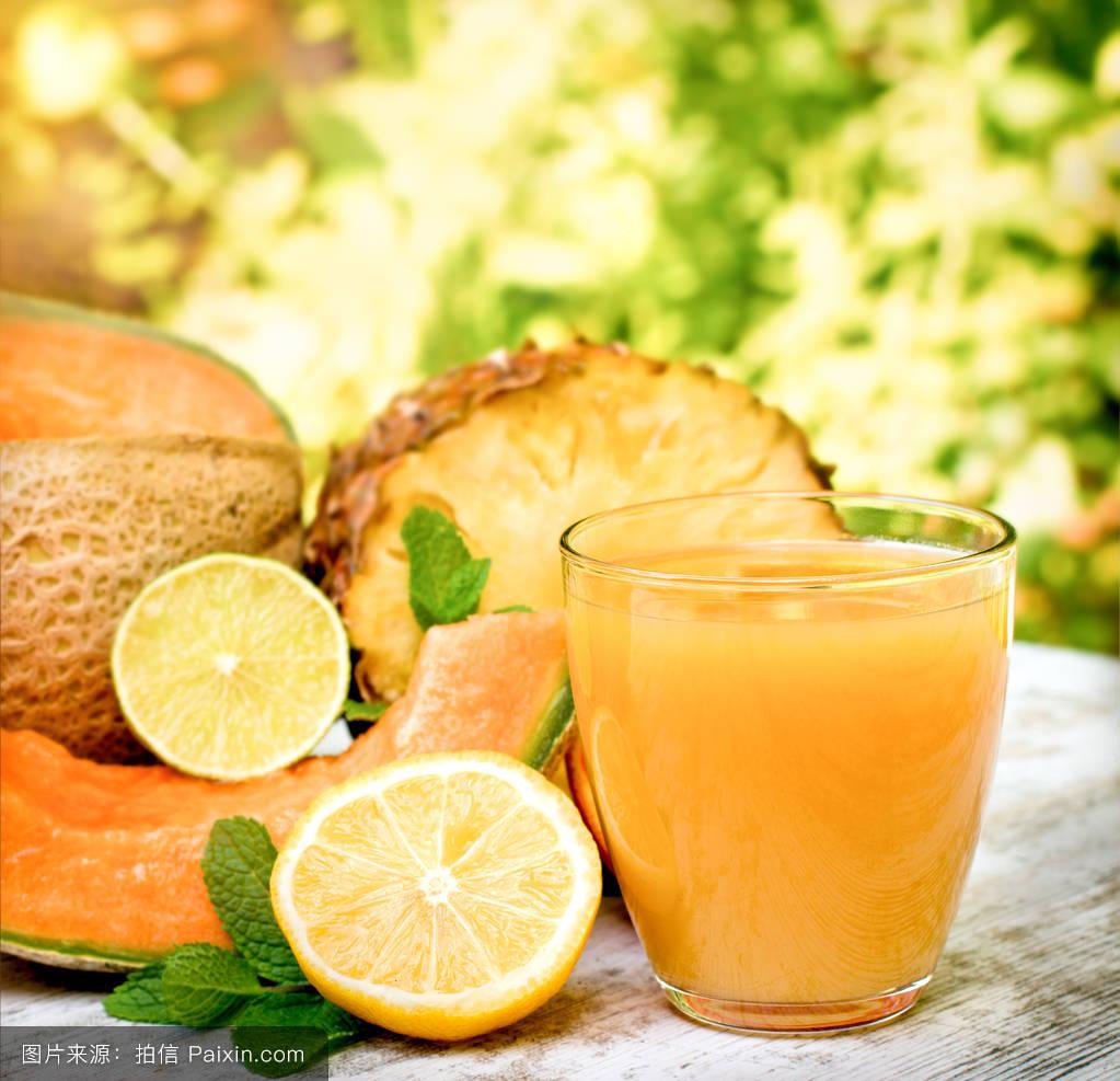 cantaloupemelonandpineapplejuice(smoothie)