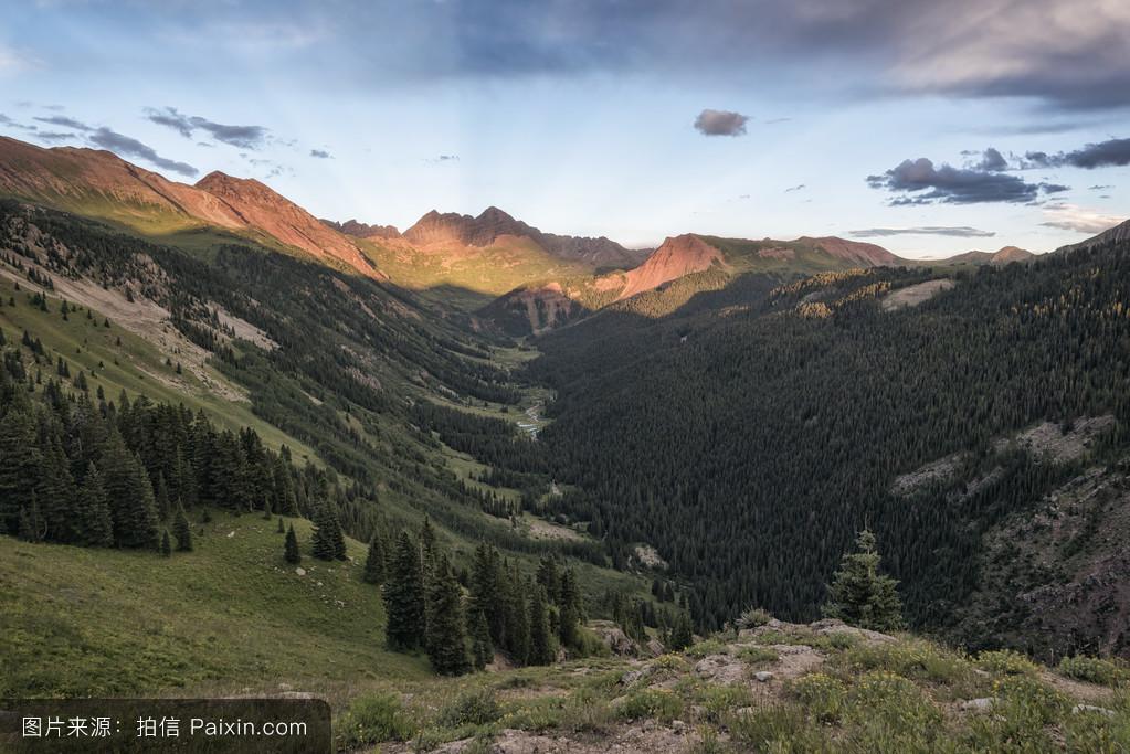 山���!�-��.�9`a�f-:##_天空,蓝色,景观,美丽的,荒野,夏天,自然,外部,花,风景,峰,山,徒步