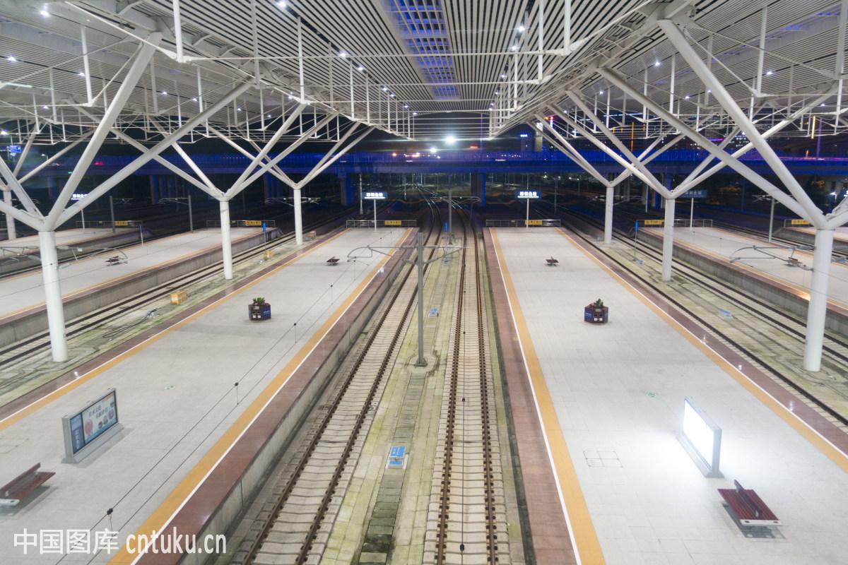 中国广东深圳宝安龙华深圳北站站台图片