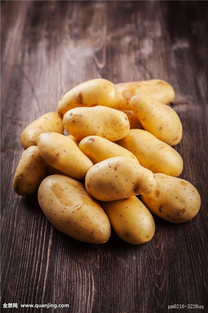 tudou_新鲜,有机,土豆,木桌子