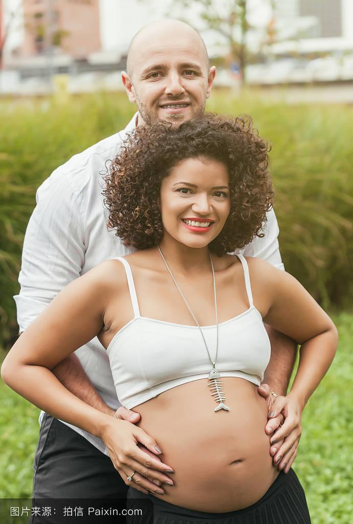 怀孕十月肚子�9c%�f_母性,城市,产科的,背景,父亲,怀孕,关系,肖像,在一起,男人,腹部,街道