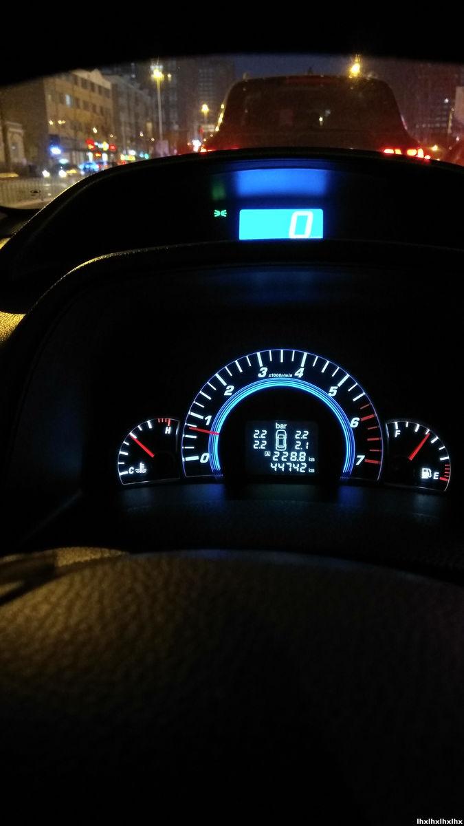早上刚开车有仪表盘上有雪花的标志 红色的 什么意思 怎么弄高清图片