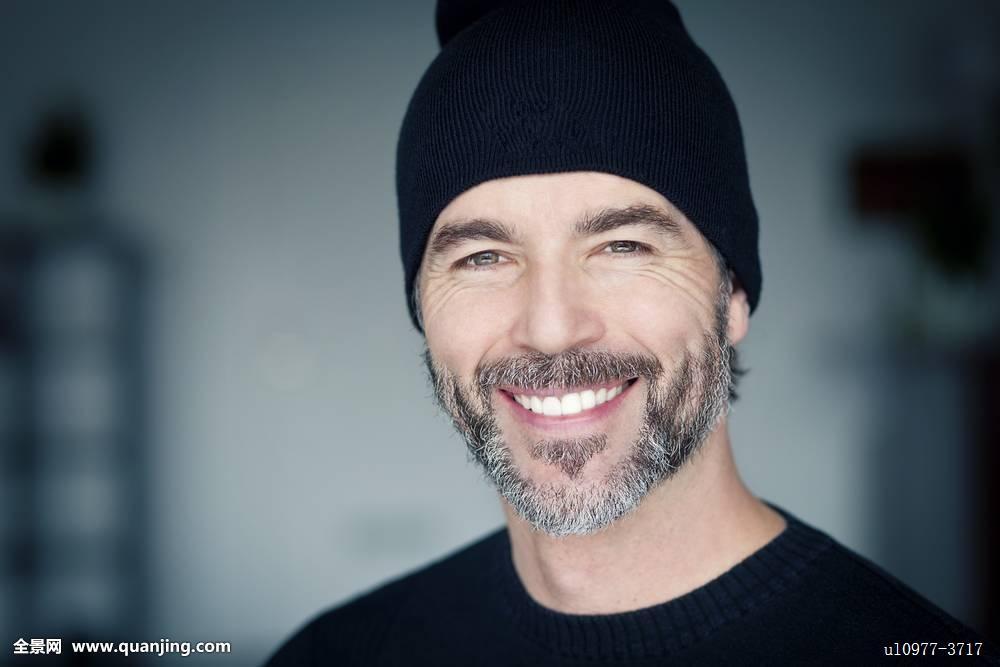 满意,现代,生活方式,灰发,看镜头,乐观,渴望,思考,成功,只有一个男人图片