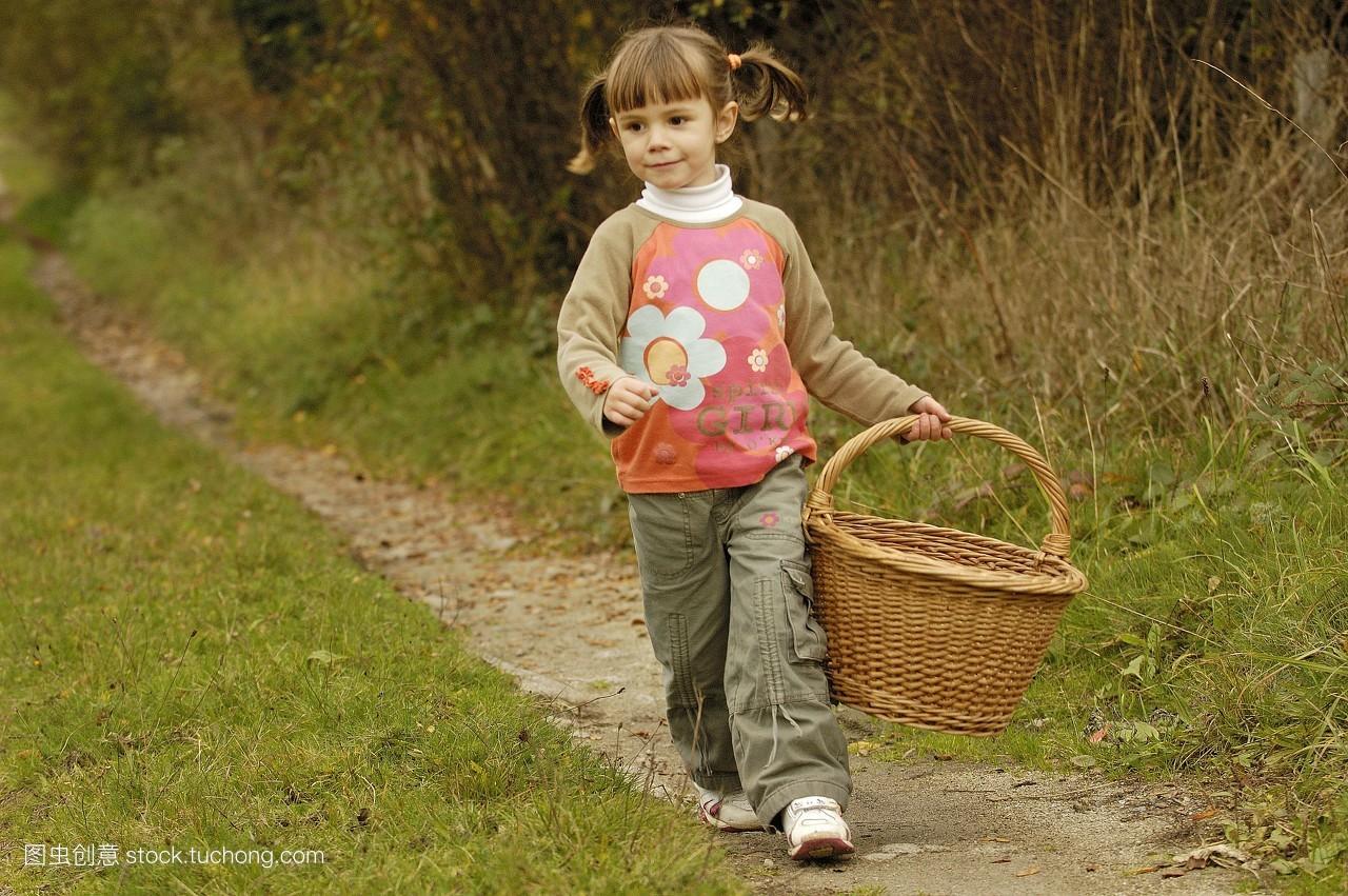 拿着,摘,闲步,白种人,全身肖像,篮子,挑,散步,一个,孩子,小孩子,全身图片