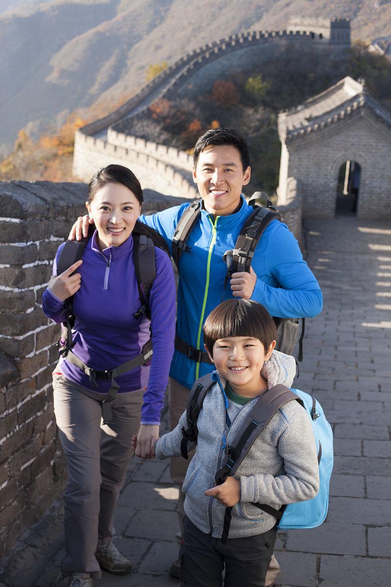 一家人到长城旅游图片
