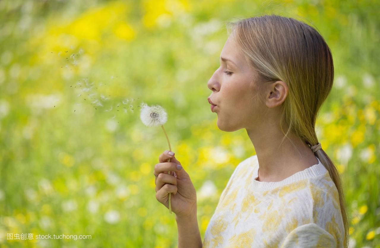 彩色图片,10几岁,植物,自然,便装,女青年,休闲,白种人,生长,小孩子图片