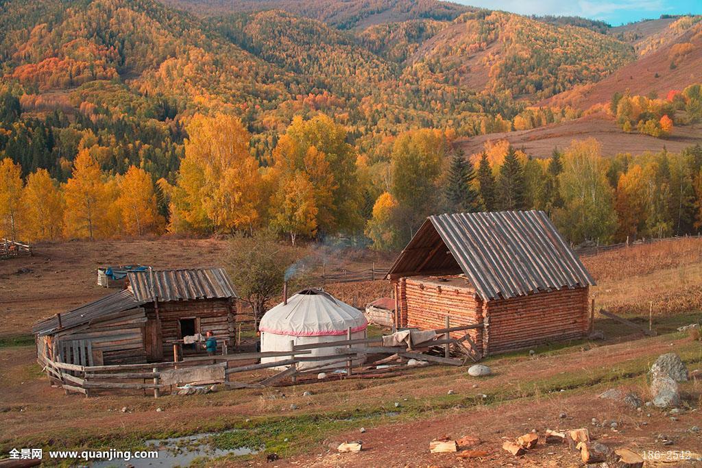 小村庄里的风流事_新疆阿勒泰喀纳斯秋天的小村庄