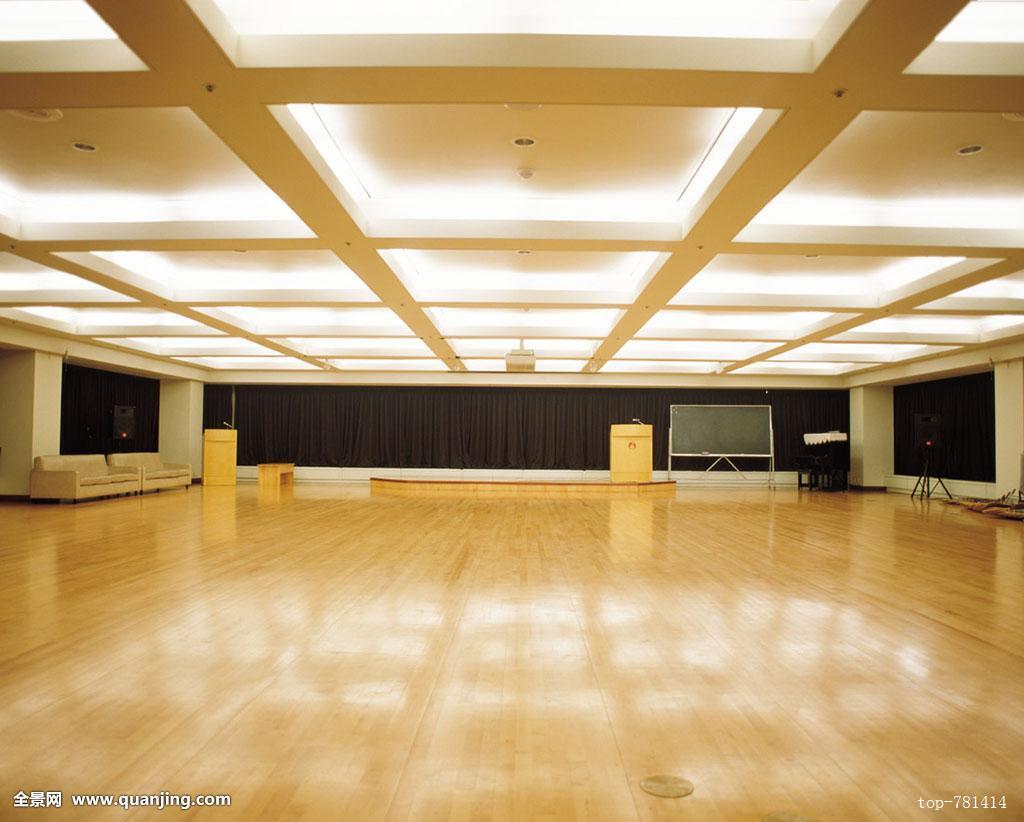 大厅地砖铺贴效果图-客厅地砖效果图大全集_仿木板瓷砖效果图_走廊